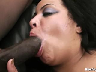 Huge boobs lady picks up big-cocked black dude