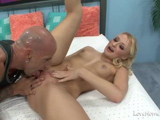 Sensual chick spreads her legs and rides passionately