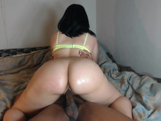Babe shakes her round ass on her best friend!