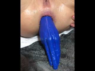 Siswet fisting her pussy with a fisting toy WRONG SIDE FIRST