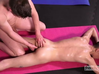 A full body massage between twinks Enzo Lemercier & Ryan Marchal